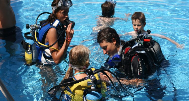 075 750x400 - Teaching Scuba Diving
